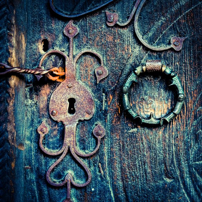 Открытка дверь с ключом, смешная картинка